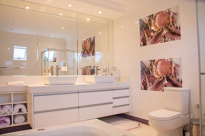 Urządzamy małą łazienkę – o czym warto pamiętać?