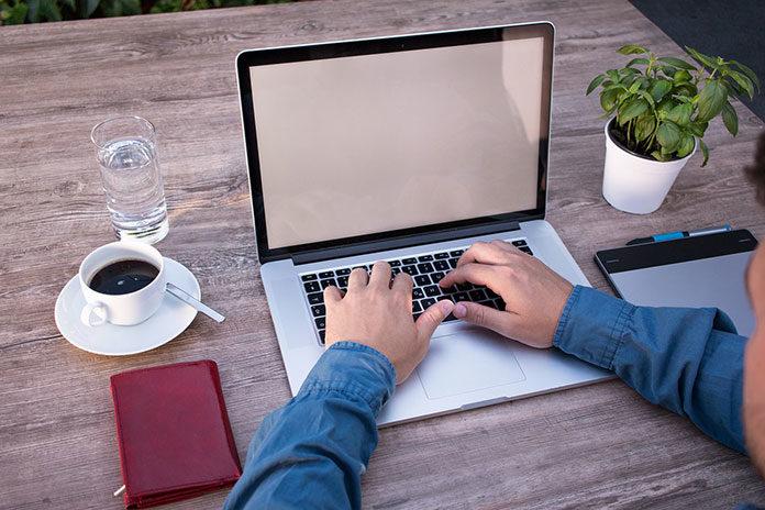 Jak zorganizować biuro w domu?
