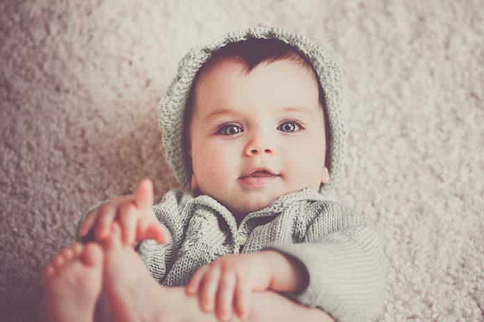 Jak wybrać kombinezon zimowy dla niemowlaka
