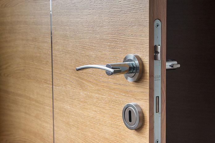 Jak dopasować drzwi do wnętrza domu