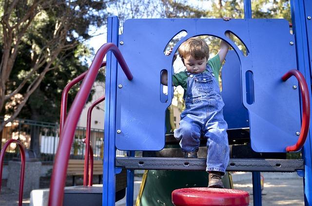 czy warto zrobić w ogrodzie plac zabaw dziecięcy?