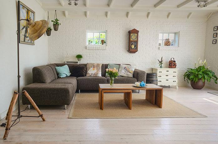 Dobieramy poduszki dekoracyjne do salonu
